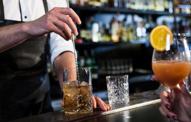 飲酒と加齢と勃起の関係は?気持ちよくセックスするために